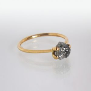 Ring 18k Gold Rohdiamant