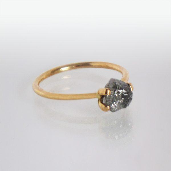 Ring 18k Gold Rohdiamant